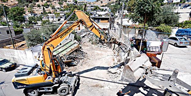 Siyonist İsrail Filistinlilerin evlerini yıkmaya devam ediyor