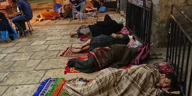 Siyonistler Müslümanların Ramazan itikafını engelleyemiyor!
