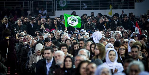 Siz bu ülkeden değil misiniz? HDP kongresinde 'İstiklal Marşı' skandalı