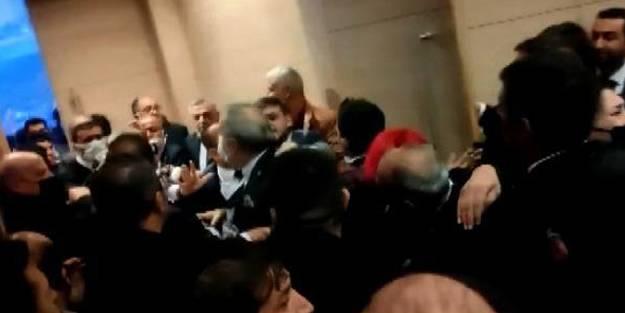 Skandal görüntüler sosyal medyaya düştü! İYİ Partili görevliler ile partililer arasında arbede