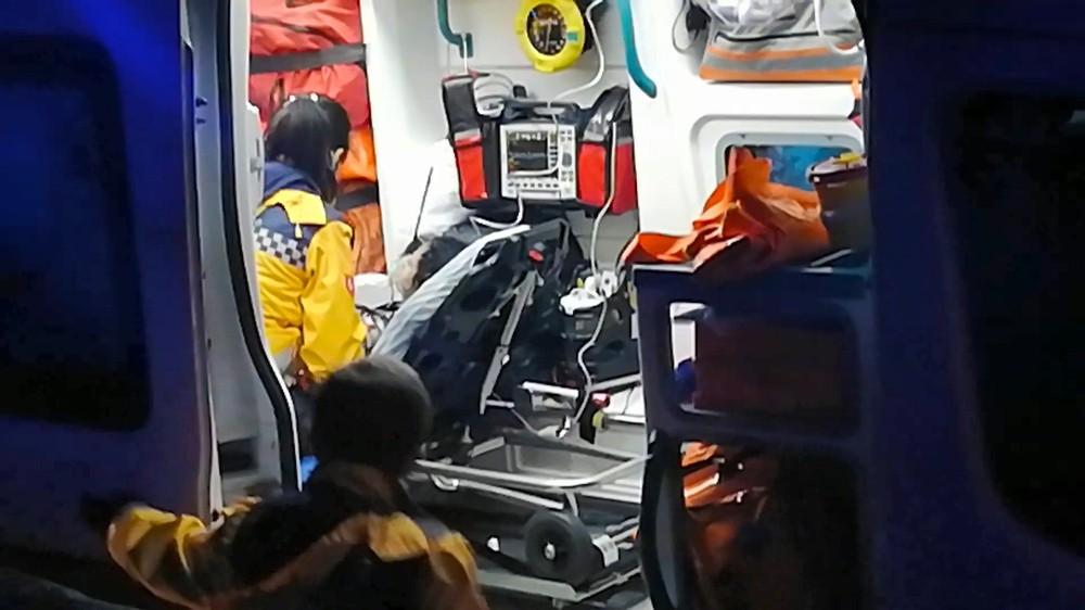 Sobadan sızan dumandan zehirlenen 3 kişi hastaneye kaldırıldı
