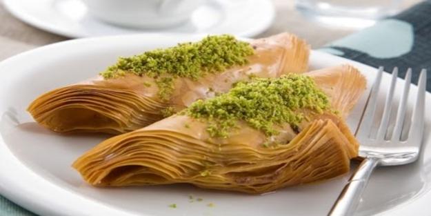 Şöbiyet baklava nasıl yapılır? Baklava yufkasından pratik şöbiyet tarifi