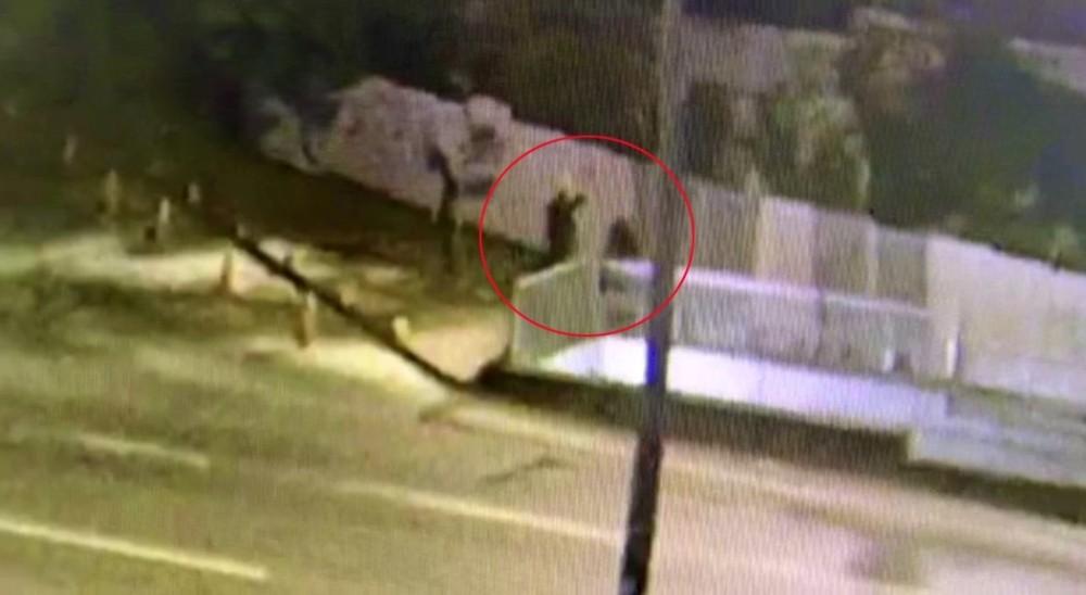 Sokak ortasında başı taşla ezilerek canice öldürüldü