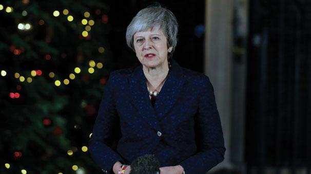 Son Dakika... İngiltere Başbakanı Theresa May 117'ye karşı 200 oyla güvenoyu aldı