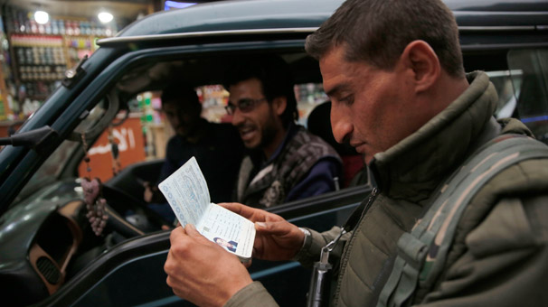 Şok fotoğraflar geldi! Menbic'te eli silahlı teröristler...