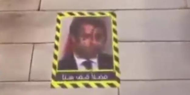 Sosyal medyada gündem olan görüntü! Macron'u yere serdiler