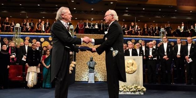 Soykırımcı yazar Peter Handke 'soykırım' ödülünü İsveç Kralı'ndan aldı! Türkiye'den peş peşe tepkiler