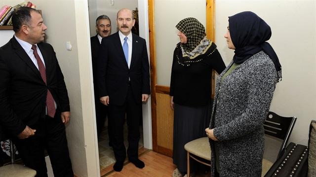 Soylu'dan şehit polis Sekin'in evine ziyaret
