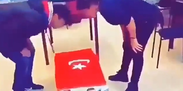 Soysuzlar! Türk bayrağına ve Erdoğan'a böyle saldırdılar