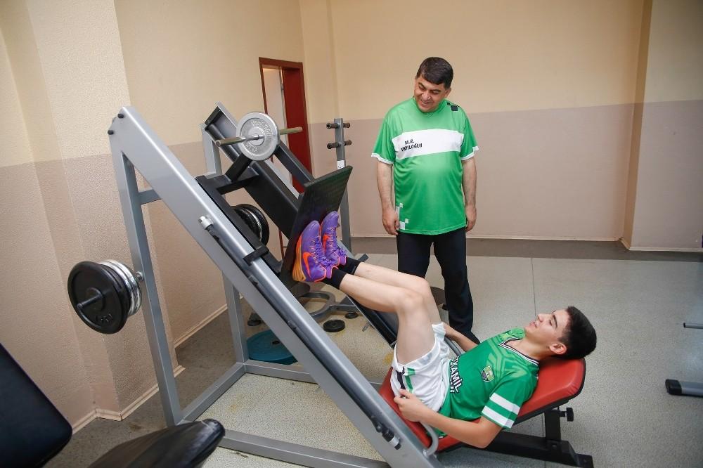 Spor merkezlerinde uzman eğitmenler eşliğinde spor imkanı