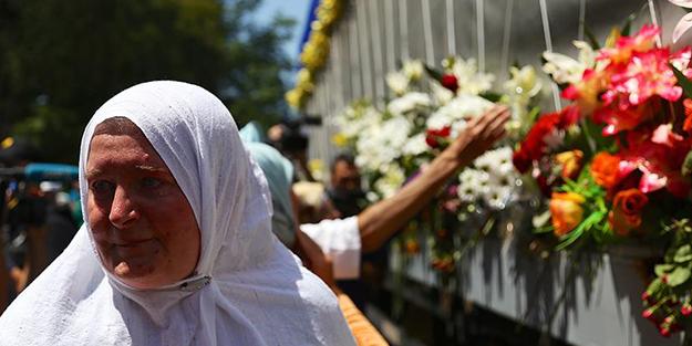 'Srebrenitsa kurbanları' gözyaşlarıyla uğurlandı