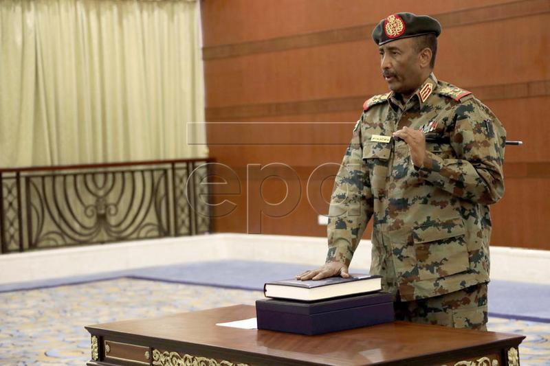 Sudan'da Abdulfettah el-Burhan, Konsey Başkanı olarak yemin etti