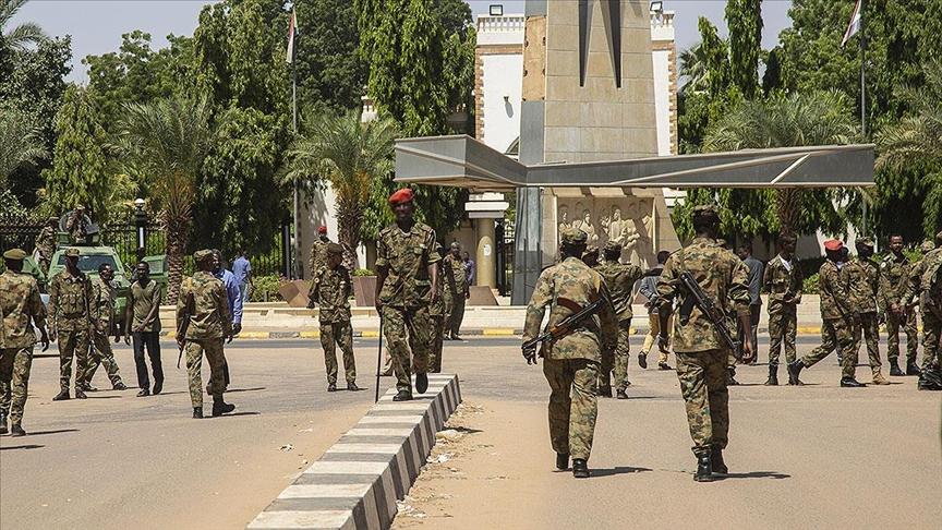 Sudan'da bir grup asker koalisyon hükümeti ortağı partilerin liderlerini tutukladı
