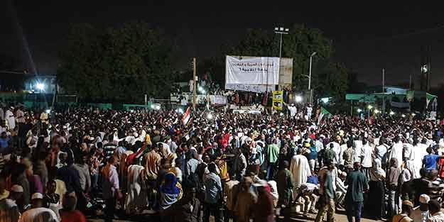 Sudan'da gerilim büyüyor: İzin vermeyeceğiz