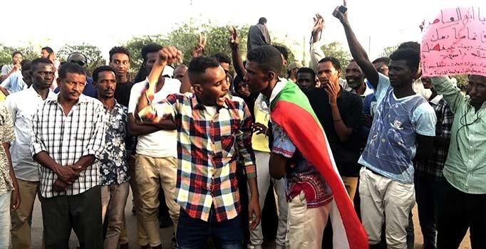 Sudan'da muhalifler sokakta