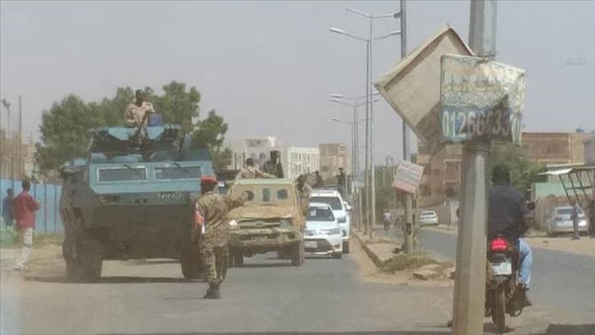 Sudan'da ordu birlikleri Başbakan Hamduk ve koalisyon hükümeti ortağı partilerin liderlerini gözaltına aldı