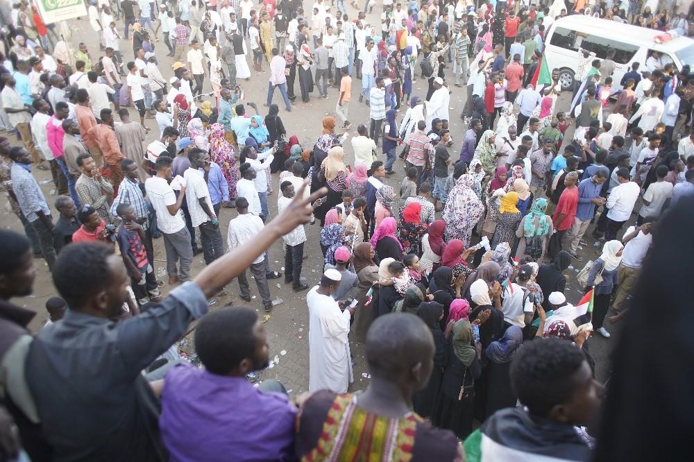 Sudan'da protestocular Askeri Geçiş Konseyi'ne taleplerini iletti