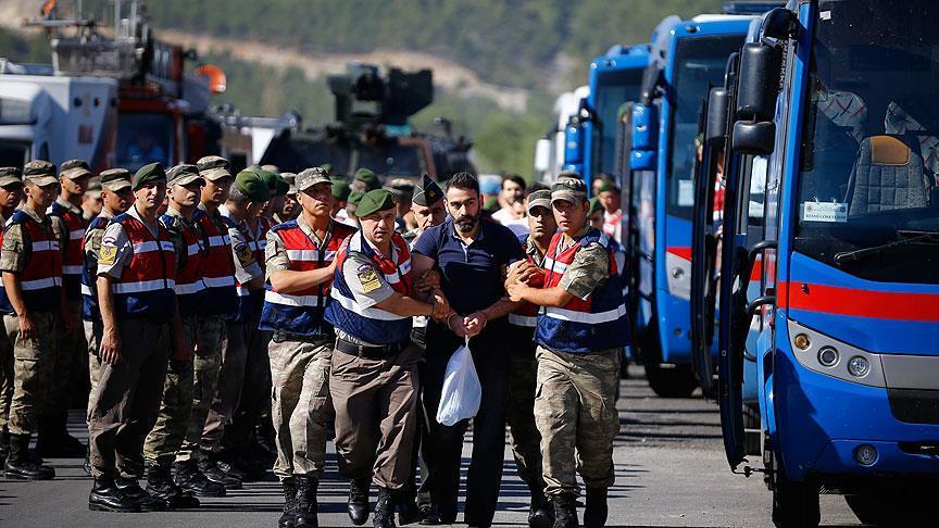 Suikast timi sanıklarına 'idam sehpalı' karşılama