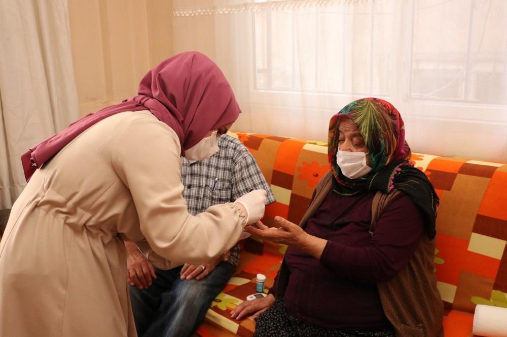 Sultanbeyli Kaymakamlığından yaşlılara evde sağlık hizmeti