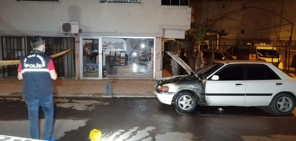 Sultanbeyli'de gece yarısı otomobil kundaklandı