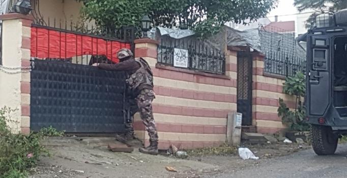 Sultanbeyli'nde özel harekat polisiyle uyuşturucu operasyonu
