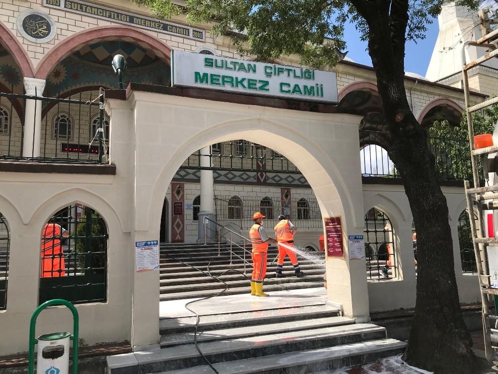 Sultangazi'de cuma namazı öncesi hummalı temizlik çalışması