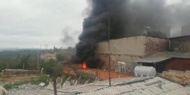Sultangazi'de korkutan fabrika yangını!