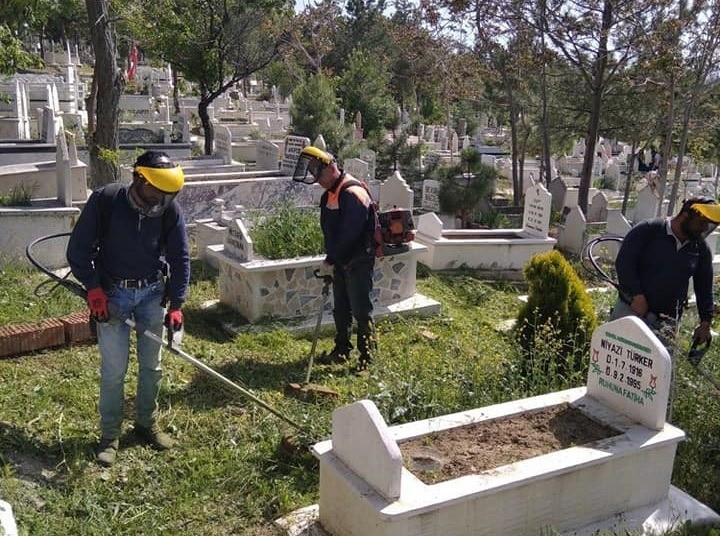 Sungurlu'da mezarlıklarda hummalı çalışma