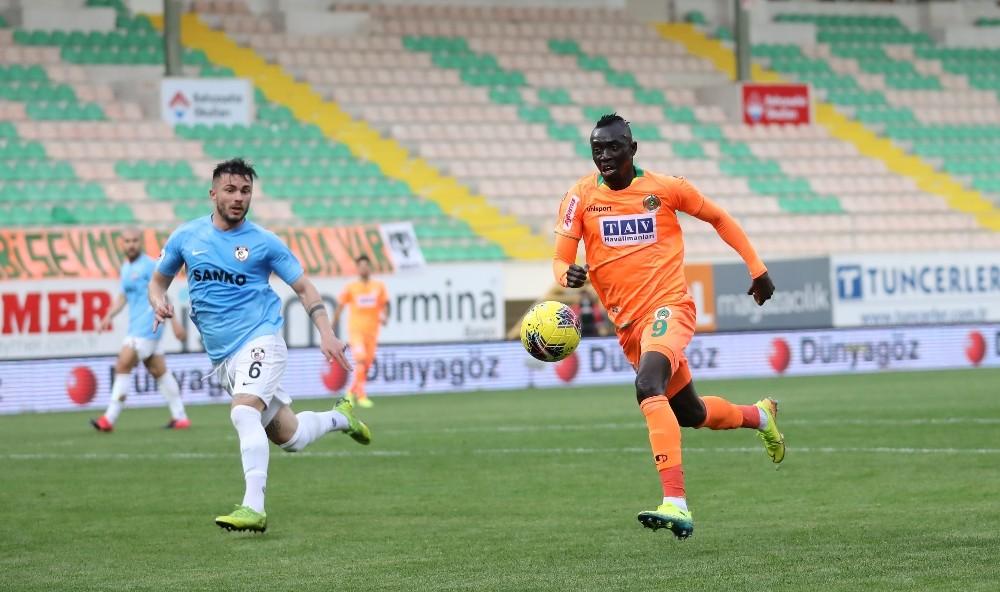 Süper Lig: Alanyaspor: 1 - Gaziantep FK: 0 (ilk yarı)