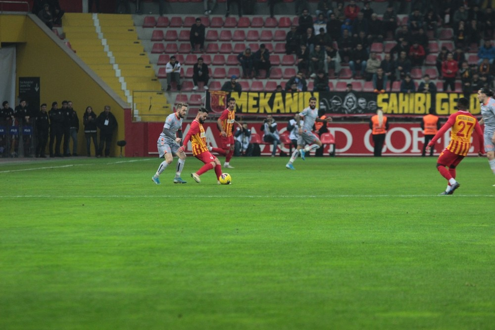 Süper Lig: İM Kayserispor: 1 - Medipol Başakşehir: 4 (Maç sonucu)