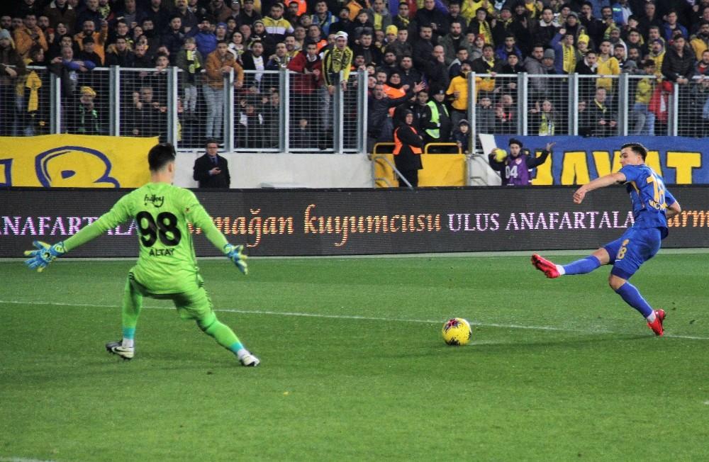 Süper Lig: MKE Ankaragücü: 1 - Fenerbahçe: 0 (İlk yarı)