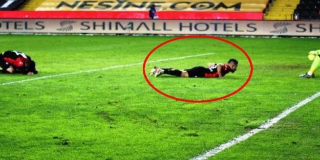 Süper Lig tarihine geçecek olay! Kendi kalesine gol attı, maç bitince...