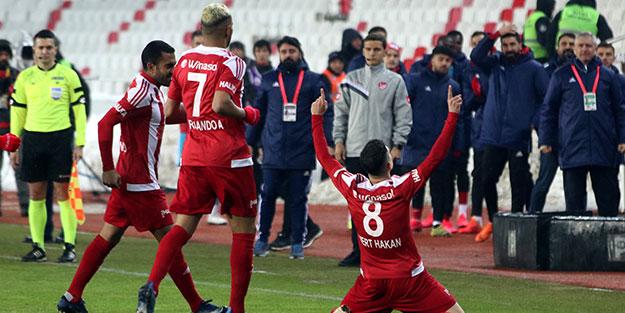 Süper Lig'de lider değişti! Sivasspor haftalar sonra kazandı