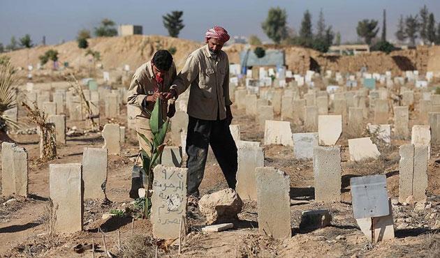 Suriye'de mezarlıklar artık yetmiyor