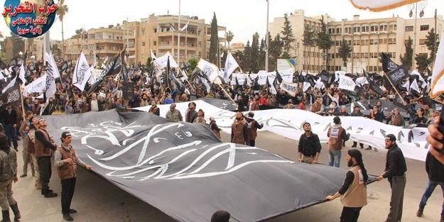 Suriye İdlib'de halk ''şeriat istiyoruz'' dedi!