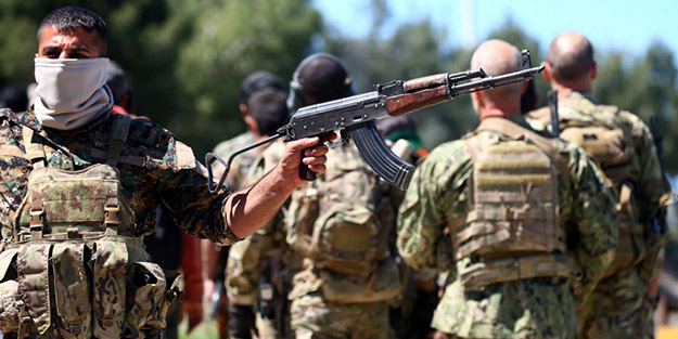 O ülkede sokaklara dökülen halk, YPG/PKK ile çatıştı! Yaralılar var