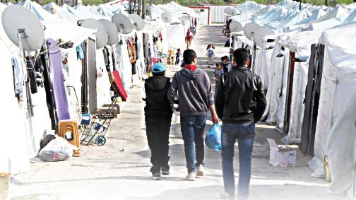 Suriyeliler 'devrim' umudunu koruyor