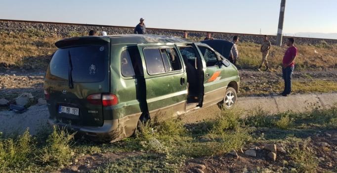 Suriyelileri taşıyan minibüs şarampole yuvarlandı: 12 kişi yaralandı