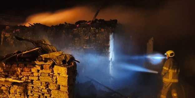 Susurluk'da bir ev yangın nedeniyle küle döndü