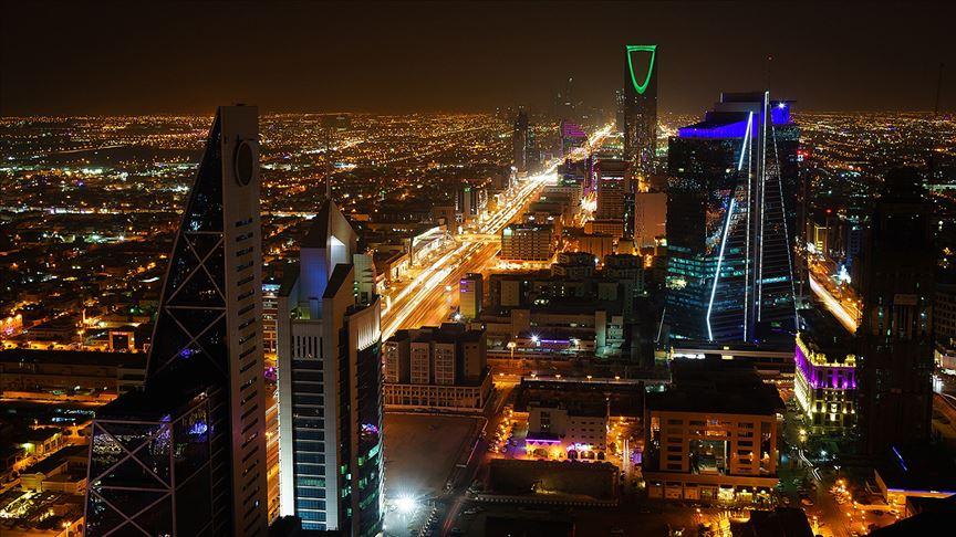 Suudi Arabistan ilk kez turist vizesi vereceğini duyurdu