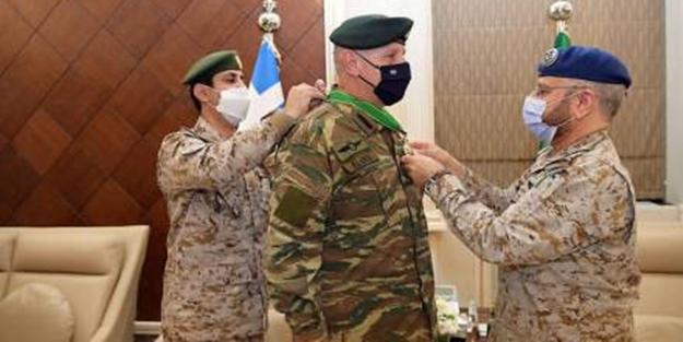 Suudi Arabistan Yunan Genelkurmay Başkanına madalya taktı!