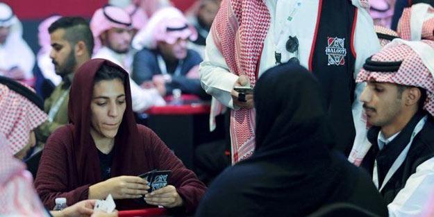 Suudi Arabistan'da kadınlı erkekli kumar partisi