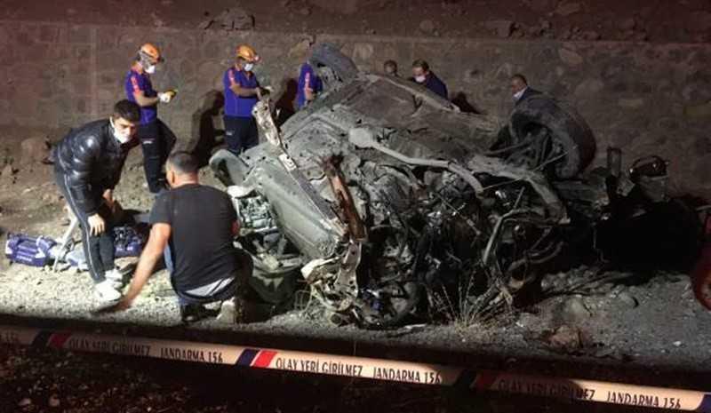 Korkunç kazada 3 genç hayatını kaybetti!