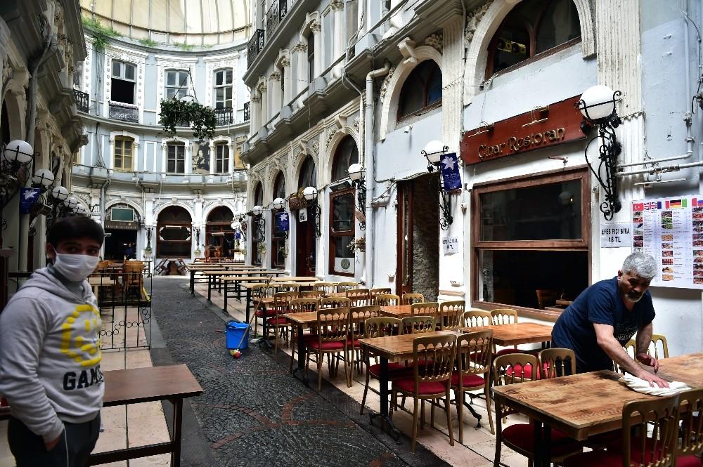 Taksim'de restoran ve kafeler yeni normale hazır