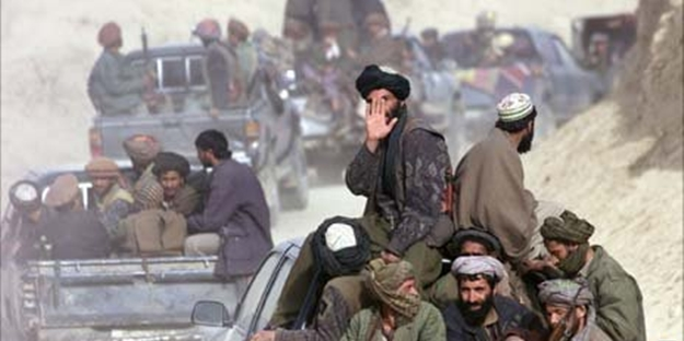 Taliban askeri üssü ele geçirdi