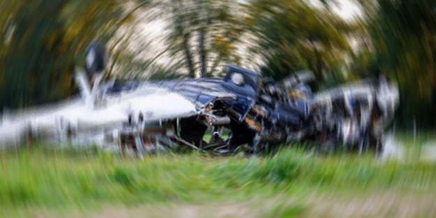 Faciaya ramak kala! Tanker park halindeki otomobile çarptı