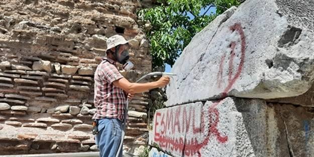 Tarihe saygısızlık, 'kumlama' yöntemiyle siliniyor!