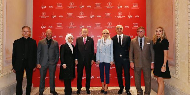 Tarihi Atlas Sineması açılışına katılan Jason Statham ile Guy Ritchie, Erdoğan'la sohbet etti