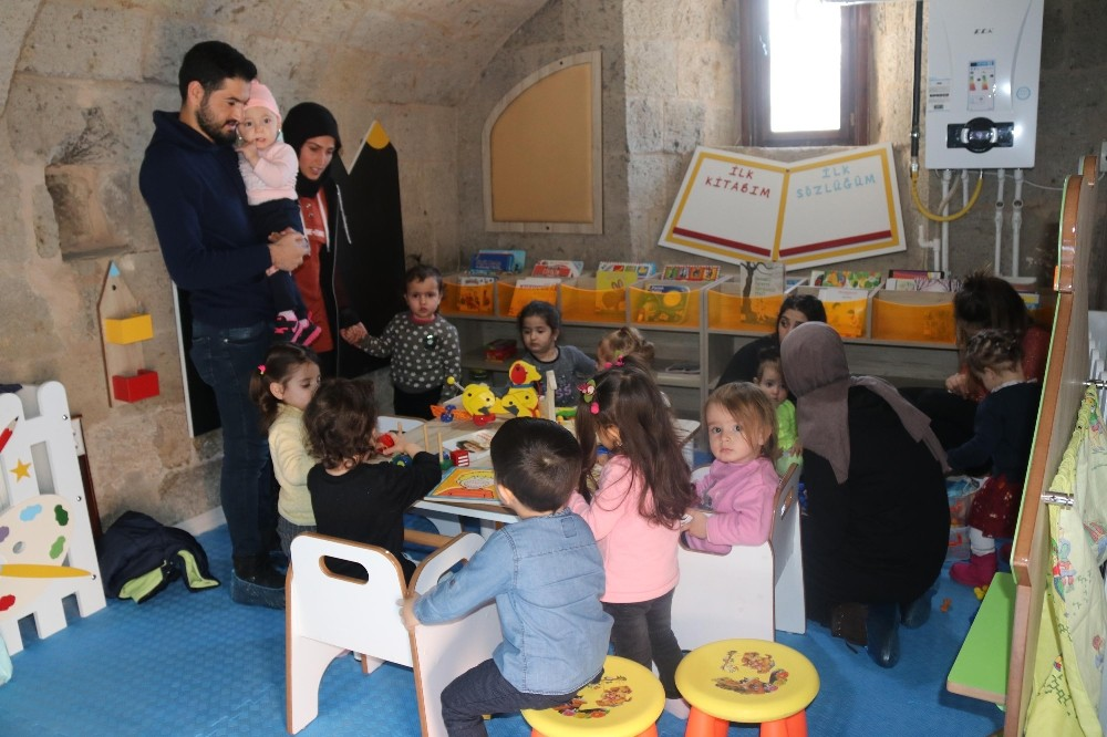 Tarihi binada bebek ve çocuk kütüphanesi