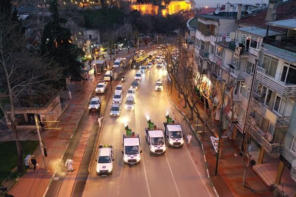 Tarihi caddeye korona çıkarması